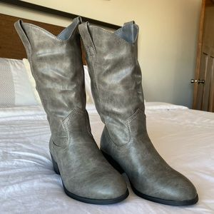 Charlotte Russe Gray Boots Size 7